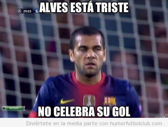 Dani Alves no celebra su gol contra el barça, está triste