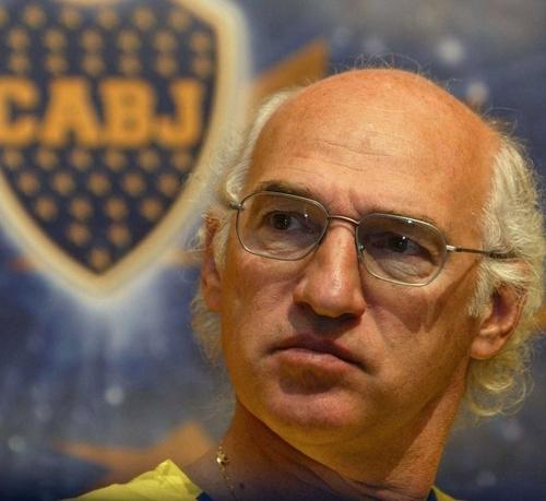 Carlos Bianchi, entrenador de Boca Juniors y Atletico Madrid, tiene un parecido razonable con Larry David