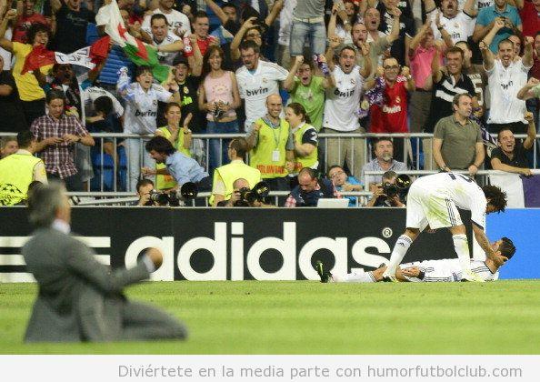 Celebración de Mourinho en el gol de Cristiano Ronaldo en el Real Madrid Manchester City