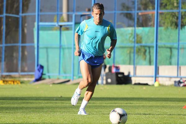 El futbolista David Bentley entrena con unos pantalones muy cortos