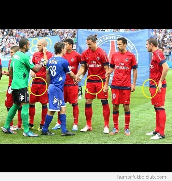 Foto graciosa de jugadores del PSG, Paris Saint Germain, con una erección antes del partido