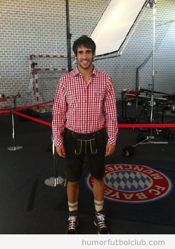 En el Bayern de Munich han vestido a Javi MArtínez de ledenhorsen o tirolés