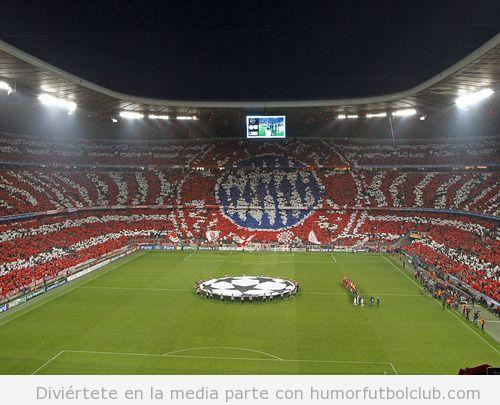 Mosaico en el estadio del Bayern de Munich en el partido de la Champions ante el Valencia