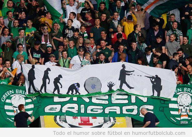 Pancarta de los aficionados del Celtic que disparan contra zombies del Glasgow Rangers