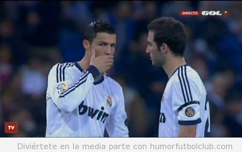 Foto divertida Cristiano Ronaldo parece decir secreto en Real Madrid Depor