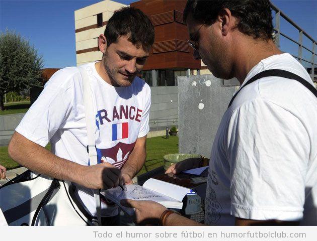 Iker Casillas con una camiseta Adidas de Francia