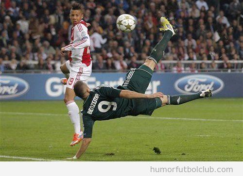 Acrobacia de Karim Benzema en el Ajax Amsterdam Real Madrid