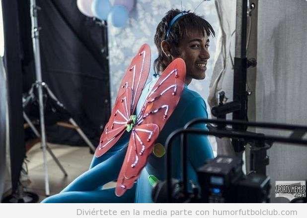 Neymar con disfraz de mariposa