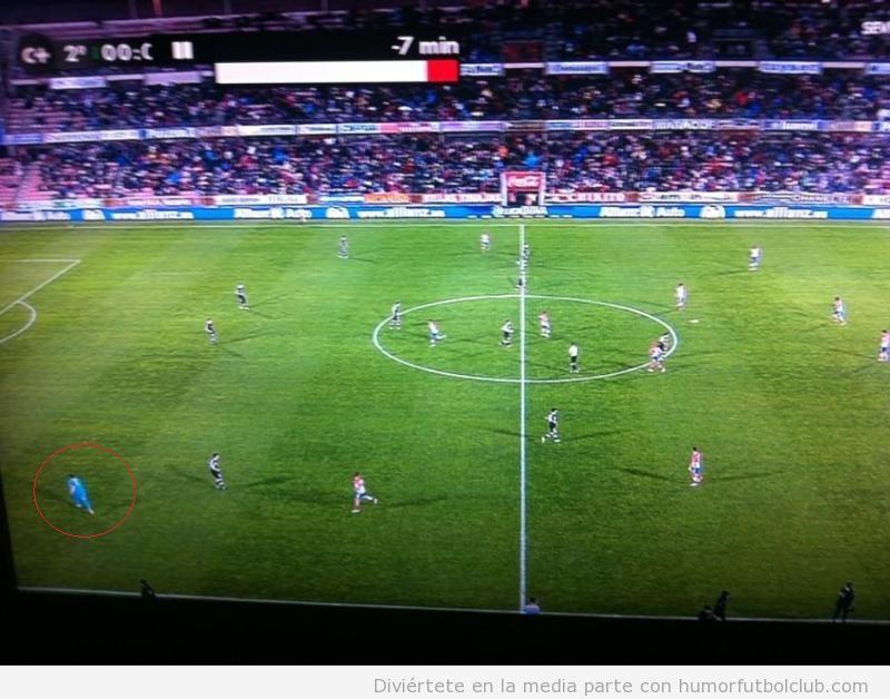 imagen curiosa en la que el Athletic empieza la segunda parte contra el granada sin su portero Gorka Iraizoz