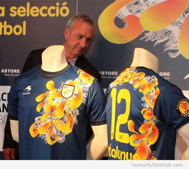 Johan Cruyff is not impressed con la camiseta de la selección Catalunya diseñada por Custo Barcelona
