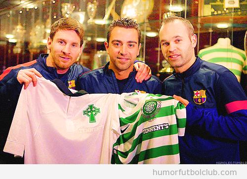 Messi, Xavi e Iniesta posan con la camiseta de 125 aniversario del Celtic antes del partido