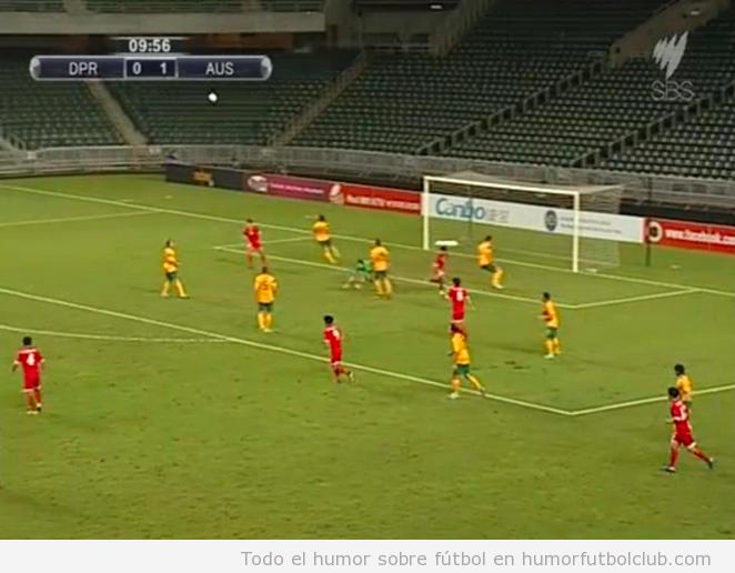 Campo de fútbol de Corea del Norte vacío en  el partido contra Australia