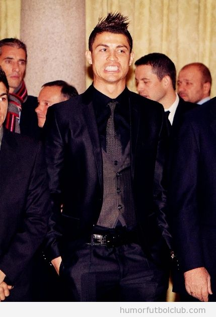 Cristiano Ronaldo enseña los dientes en los Premios Iberoamericanos deporte 2011