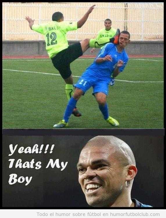 Foto WTF de la patada en la cara de un futbolista a otro