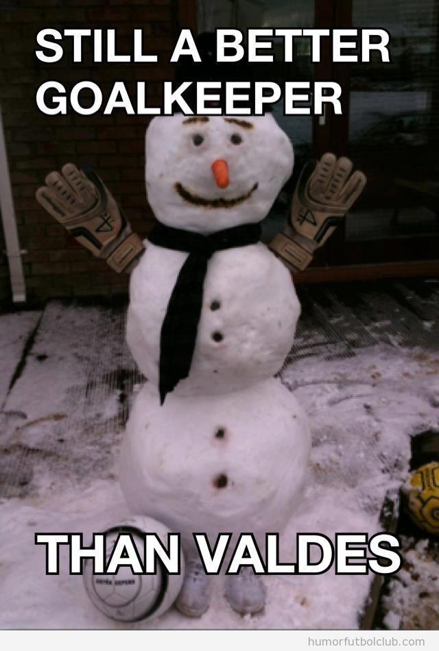Meme gracioso de fútbol, muñeco de nieve con guantes mejor portero que Valdés