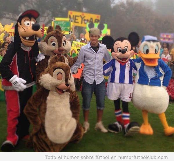 Foto graciosa de Neymar con Mikey Mouse, pato Donald y ardillas Chip y Chop