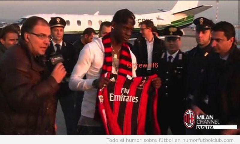 Balotelli lleva al AC Milan, un aficionado se afeita el 45 en la cabeza