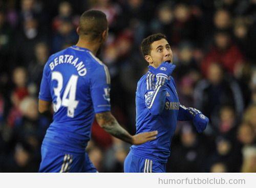 Eden Hazard, futbolista del Chelsea, sorprendido en la celebración de su golazo Stoke