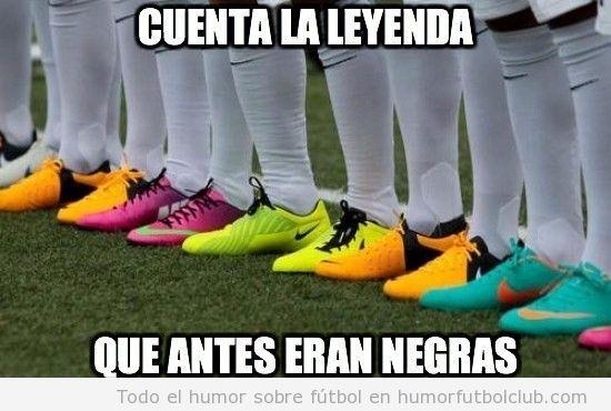 Meme gracioso de botas de fútbol de colores