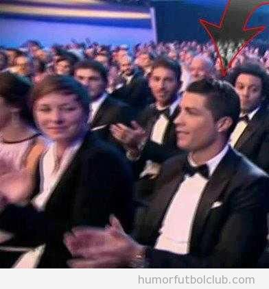 Todos mirando a Cristiano Ronaldo cuando entregan el premio a Messi en Ballon d'Or 2012