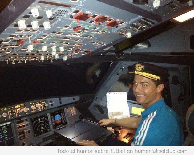 Foto de Cristiano Ronaldo en la cabina de pilotos de un avión