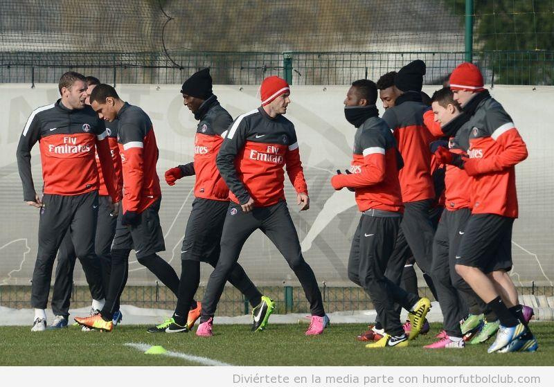 Imagen primer entreno de Beckham con botas rosas con el PSG