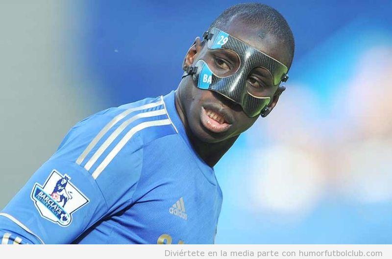 Demba Ba con máscara protectora