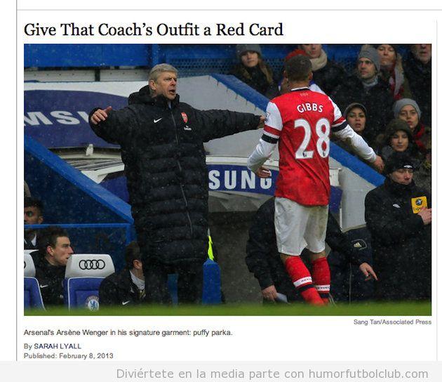Imagen graciosa de Wenger con su enorme anorak