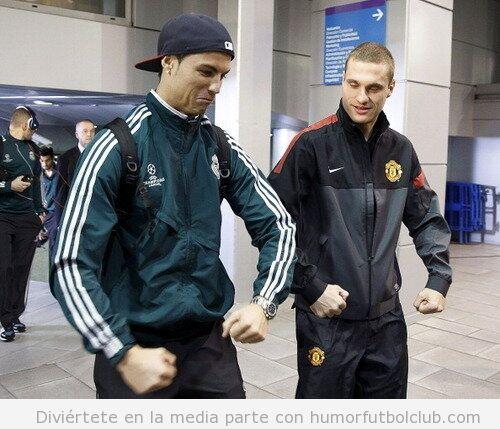 Foto graciosa Cristiano Ronaldo y Nemanja Vidic  imitando celebración Balotelli