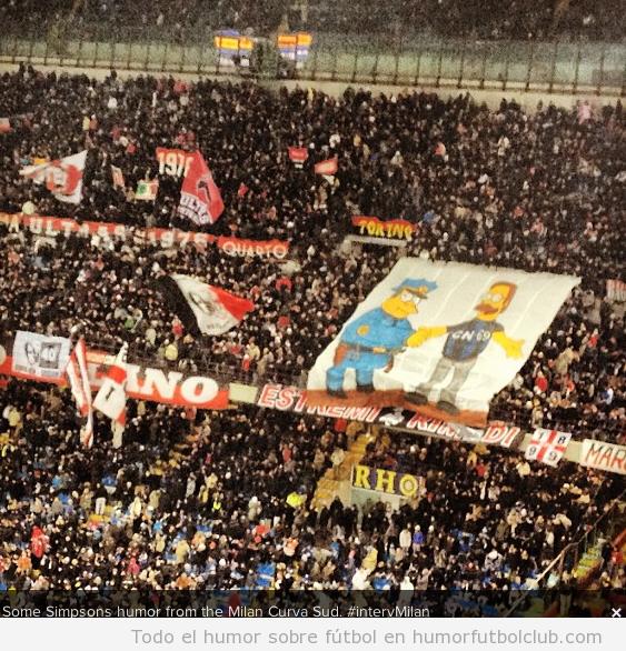 Tifo del AC Milan en el que Ned Flanders representa ser hincha del Inter Milan