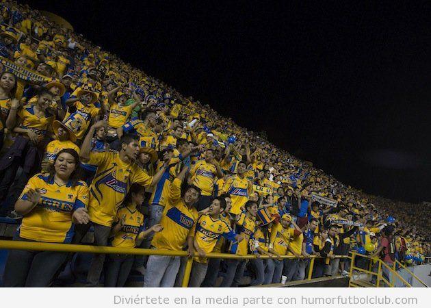 22000 Aficionados del Tigre de Mexico se desplazan para ver el partido ante San Luis