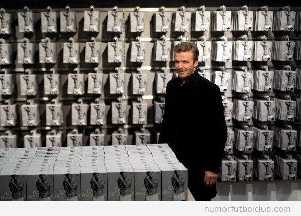 David Beckahm con cientos de cajas de sus calzoncillos