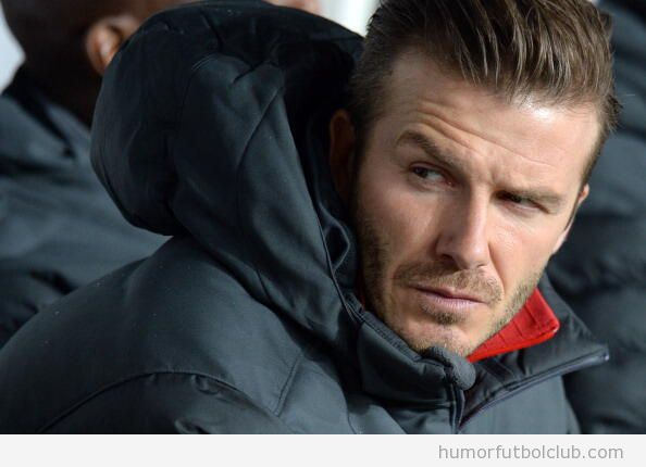 Foto graciosa de la mirada asesina de Beckham a Ancelotti en el banquilo