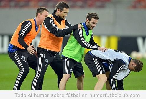 Foto divertida de jugasdores del Chelsea calentando