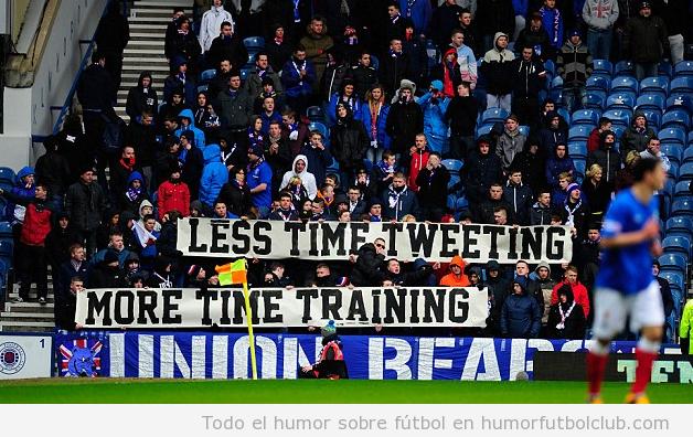 Pancarta divertida aficionados Rangers, menos twittear y más entrenar