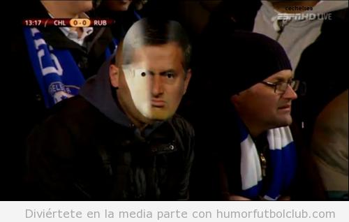 Fan del Chelsea con una máscara de Moruinho encuentro vs Kazan
