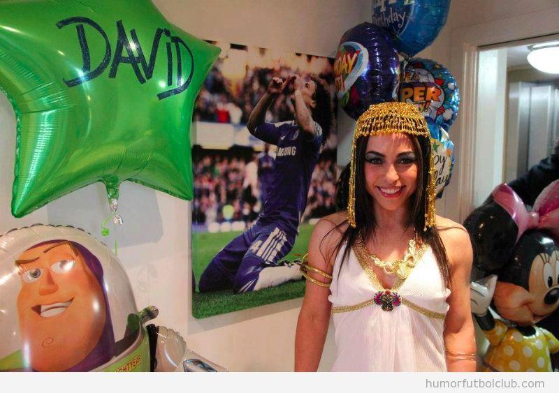 Foto de Eva Carneiro, fisioterapeuta del Chelsea, disfrazada de Cleopatra