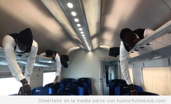 Foto graciosa de Balotelli, El Shaarawy y Niang en el portaequipajes de un tren