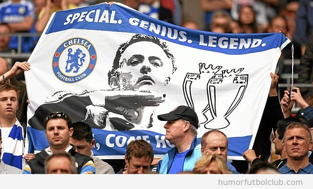 Pancarta de la afición del Chelsea, quieren que vuelva Mourinho
