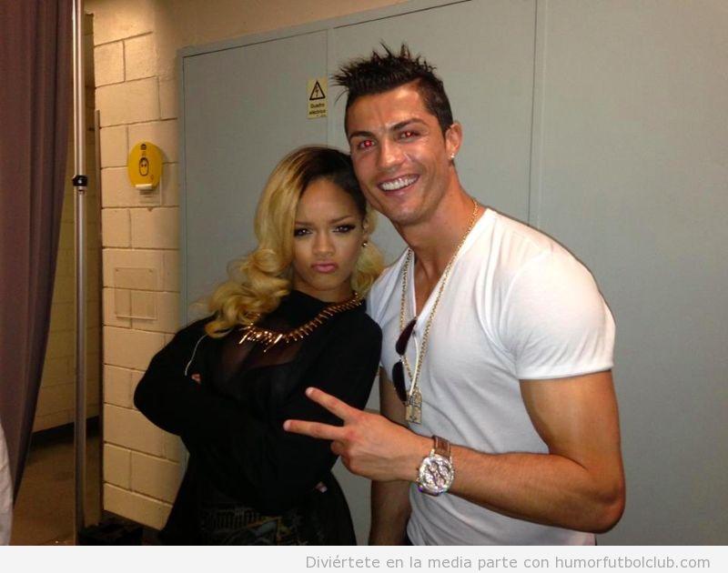 Cristiano Ronaldo se fotografía con Rihanna después del concierto