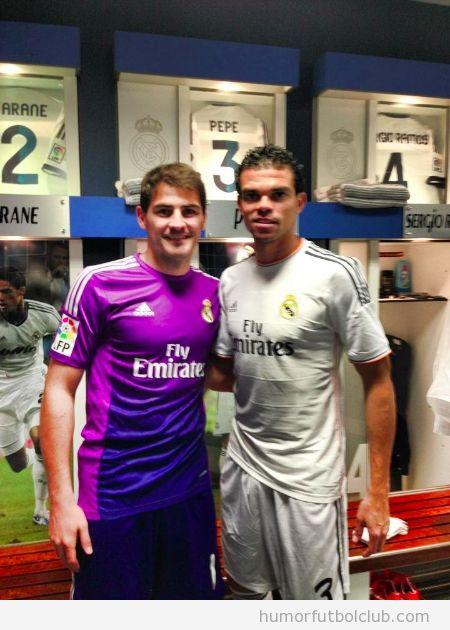 Casillas y Pepe posan con la camiseta del Real Madrid temporada 2013-2014