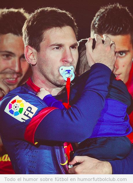 Foto graciosa de Messi en la celebración de la Liga con chupete