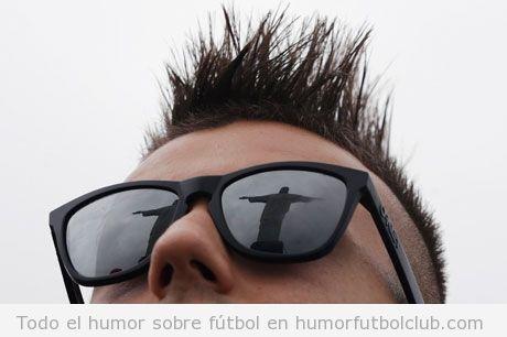 Foto de Stephan El Shaarawy con el Cristo Redentor de BRasil reflejado en sus gafas de sol