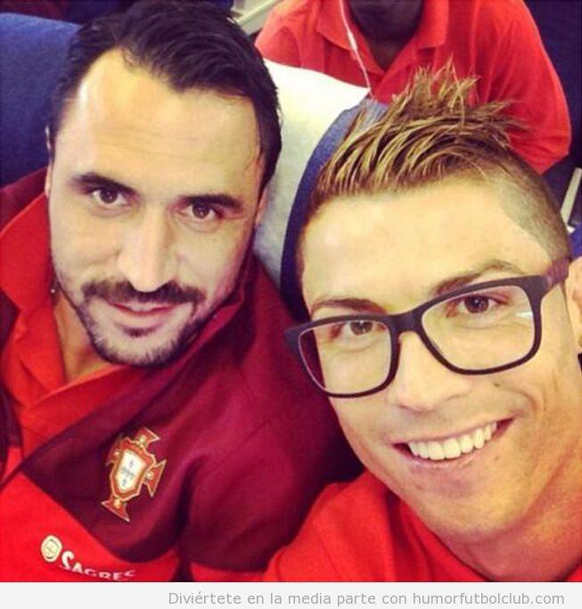 Nuevo look de Cristiano Ronaldo Hipster con gafas de pasta