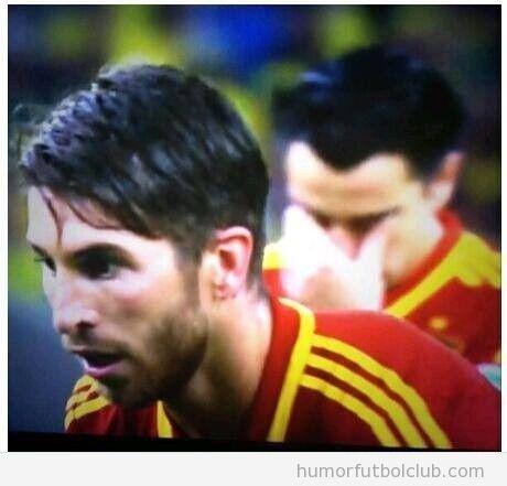 Foto graciosa, Xavi no quiere mirar el penalty de Segio Ramos en la final Copa Confederaciones