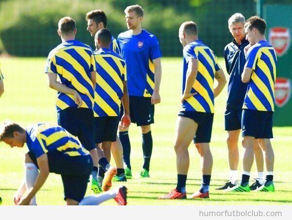 Camiseta fea de entrenamiento del arsenal a rayas azules y amarillas