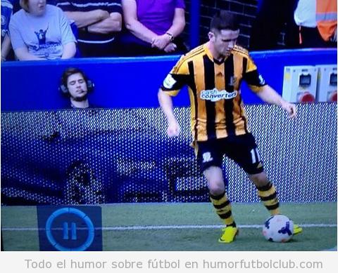Periodista dormido en el partido entre el Chelsea y el Hull