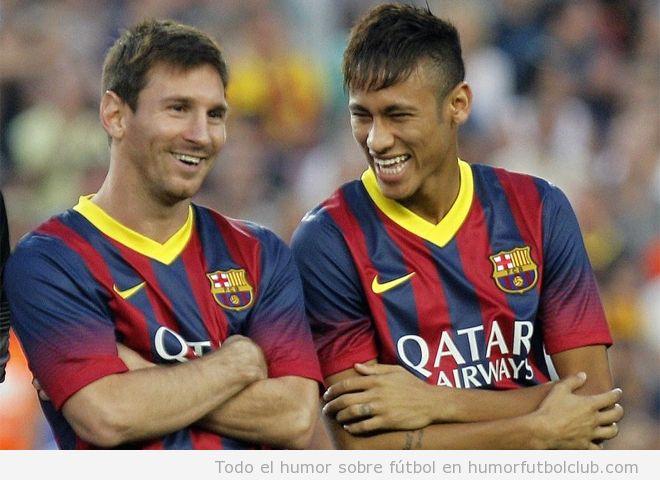 Imagen graciosa de Neymar y Messi con los brazos cruzados