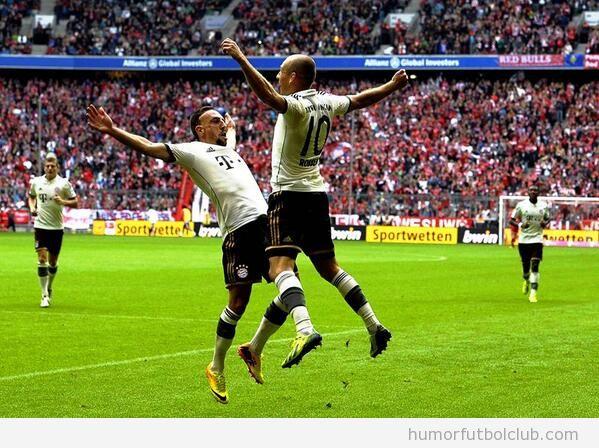 Foto de la divertida celebración de gol entre Robben y Ribéry