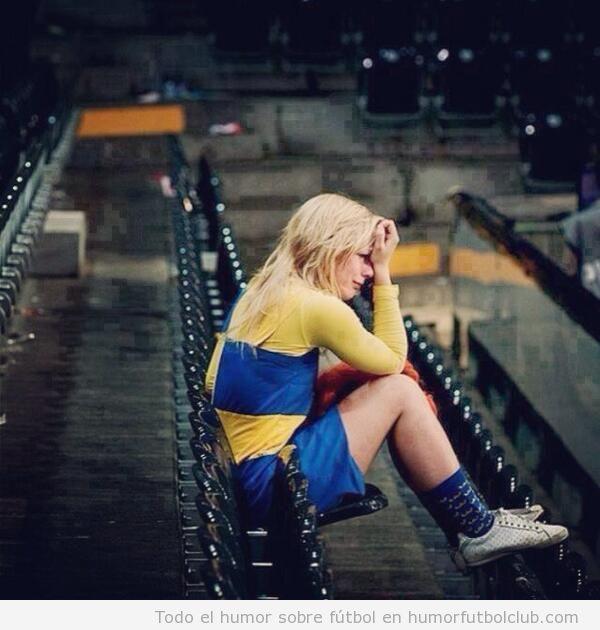 Foto de una fan de Suecia que llora en la grada después de perder ante Portugal